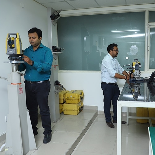 Sokkia Topcon Service Center, People at Skipper Technologies working to Repair, Calibration and Service Total Station Machine.